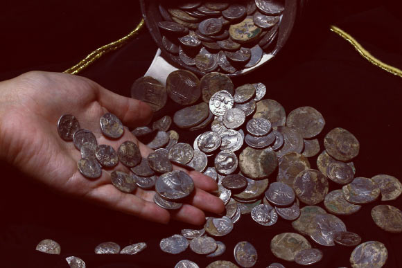 Huge Trove of Roman Silver Coins Unearthed in Turkey | Archaeology - Sci-News.com
