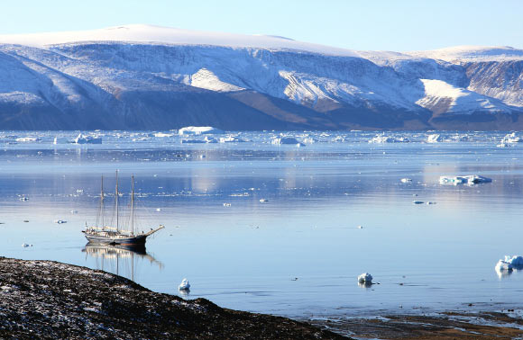 Understanding the history of the Greenland Ice Sheet is critical for predicting its response to future climate warming and contribution to sea-level rise. Image credit: Rolf Johansson.