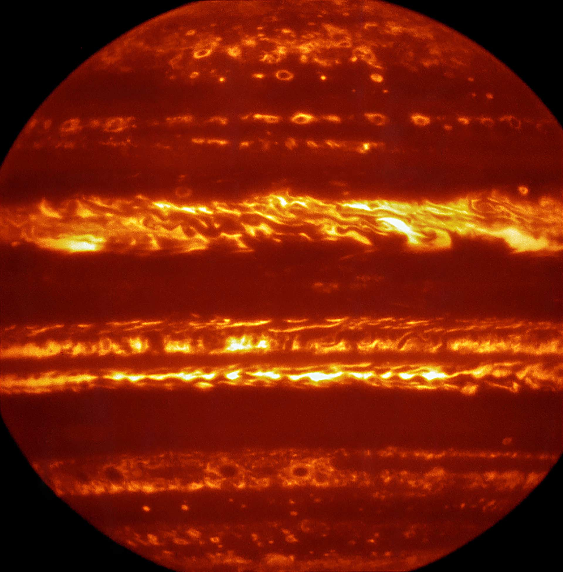 Astronomers Release New Infrared Images, High-Resolution ...